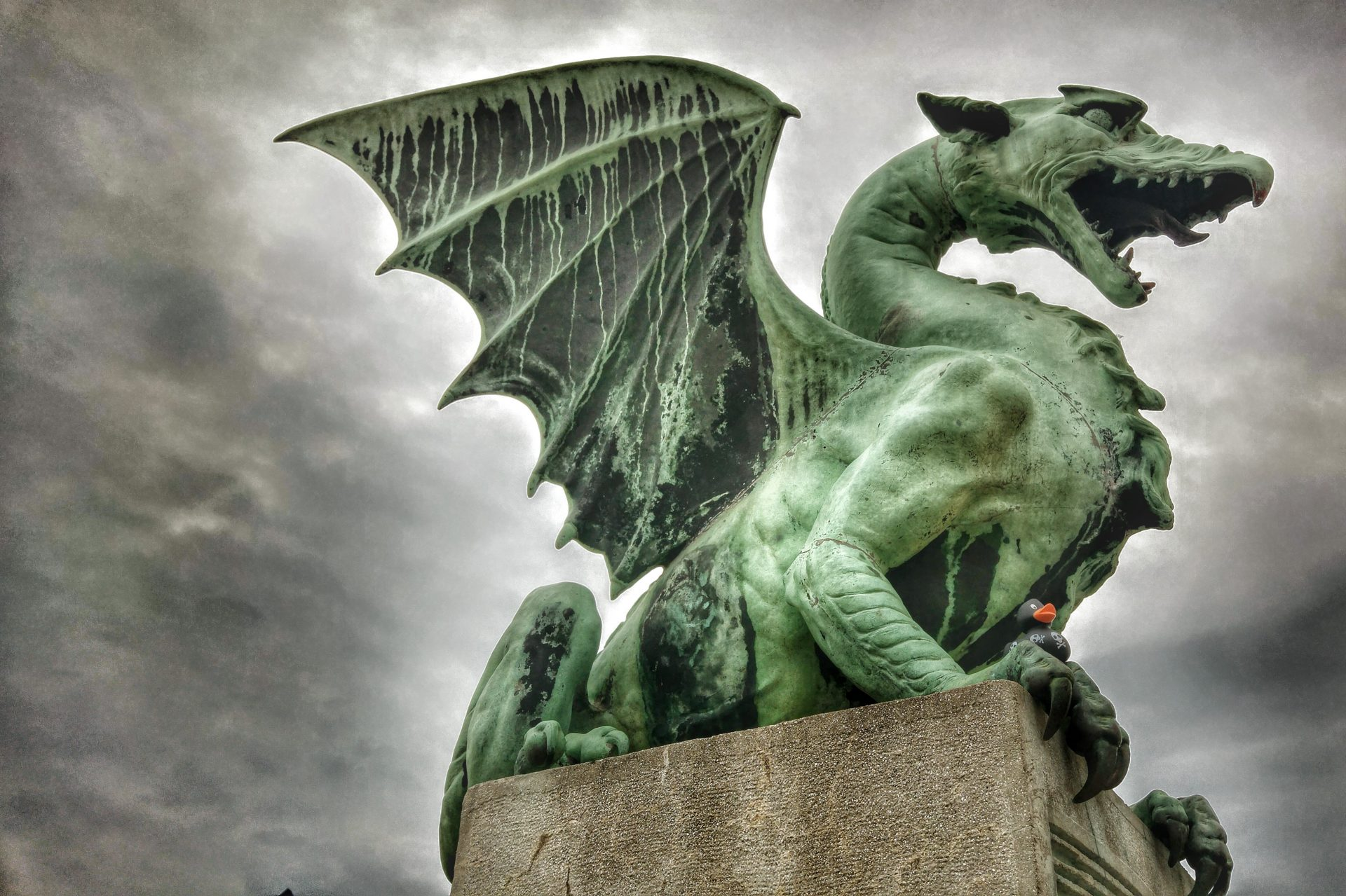 Dragon city and Proteus kingdom